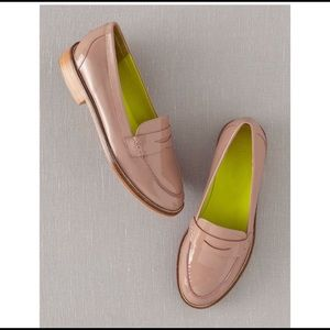 BODEN | tan patent leather loafers 39 9